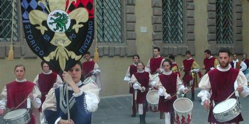 tuscanay-flag-throwing