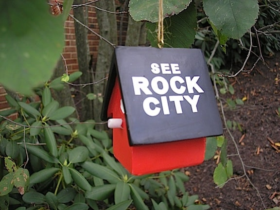 A birdhouse displays the iconic See Rock City phrase