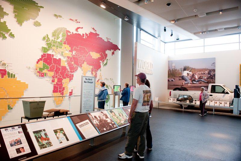 Time Warner World News Gallery