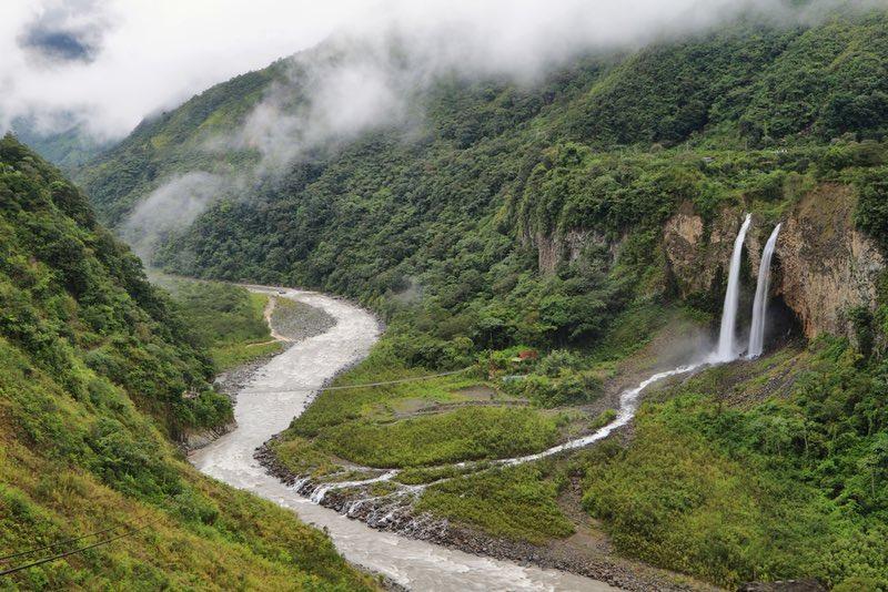 Manta de la novia Waterfalls - Ecuador